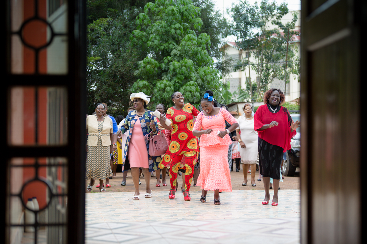Groom side women dancing to receive the bride